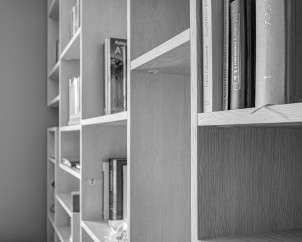 Knygų lentynos fragmentas